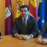 El Presidente de Esclerosis Múltiple Albacete se reúne con el Alcalde de Albacete