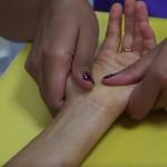 Intervención sensitiva de la mano en el departamento de terapia ocupacional