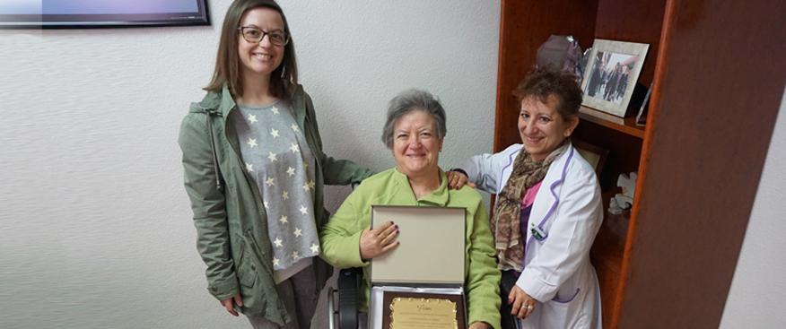 esclerosis múltiple entrega placa de agradecimiento