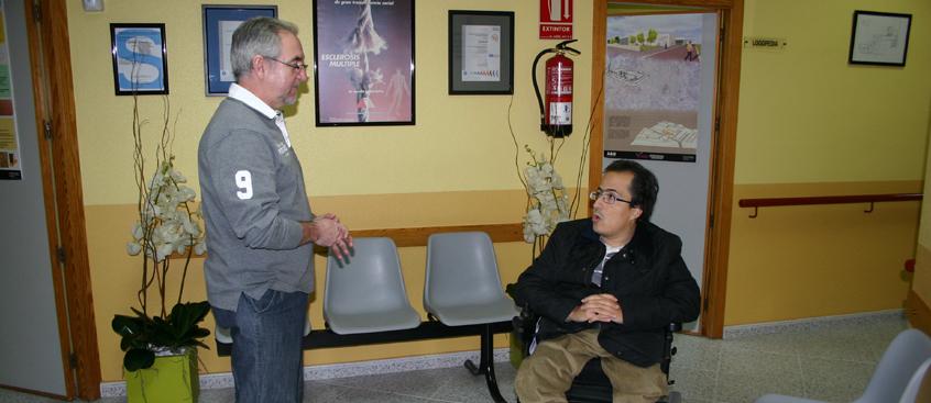 Federico Pozuelo visita el CIEN de la Asociación de Esclerosis Múltiple de Albacete