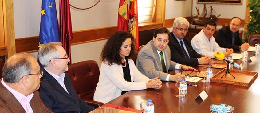 Esclerosis Múltiple de Albacete y la  Diputación firman un convenio para  2014