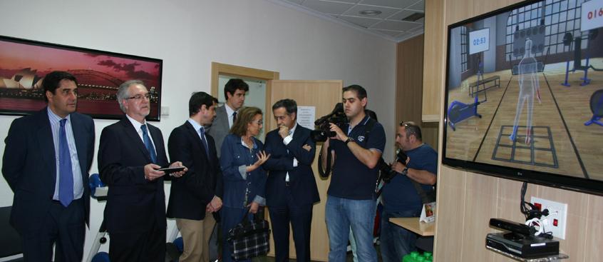 El consejero visita el centro de esclerosis múltiple