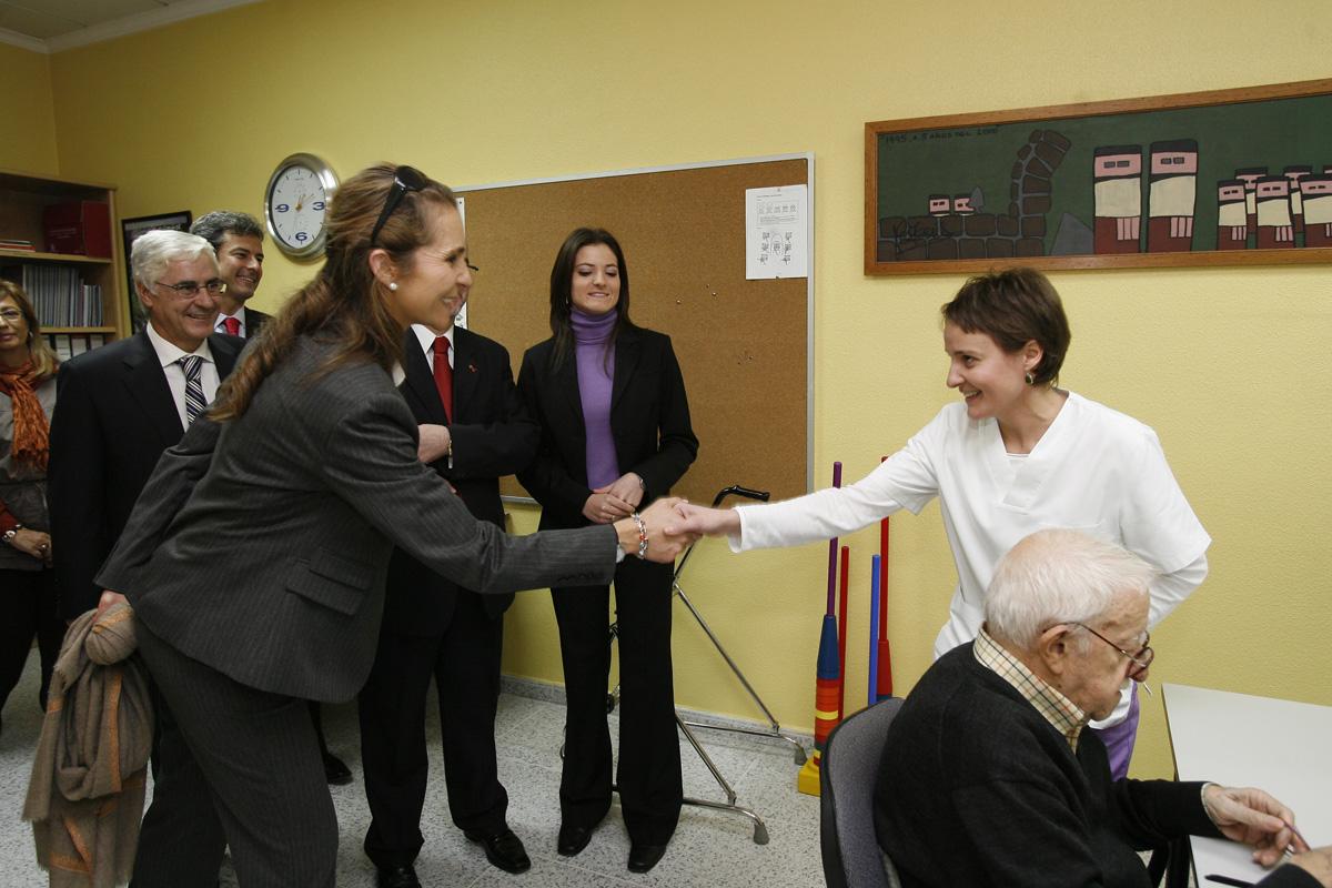 S.A.R. La Infanta Dña. Elena de Borbón visita CIEN