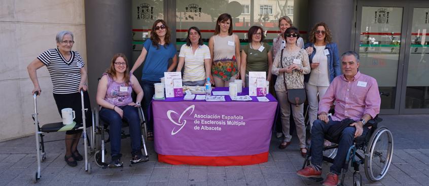 Cuestación anual de la Asociación Española de Esclerosis Múltiple de Albacete