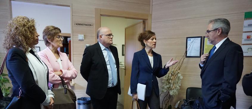 La Consejera de Bienestar Social visita el centro de Esclerosis Múltiple de Albacete