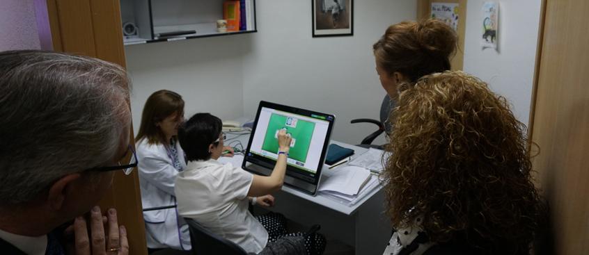 La Consejera de B. Social visita Esclerosis Múltiple Albacete