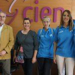 """Voluntarios de la Obra Social """"La Caixa"""" visitan el centro de Esclerosis Múltiple"""