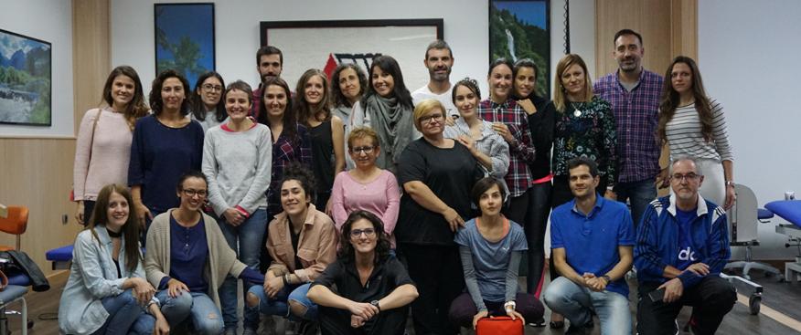 El equipo de profesionales del Centro de Esclerosis Múltiple realiza un curso de Soporte Vital Básico