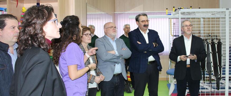 el consejero de sanidad visita el centro de esclerosis múltiple