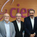El consejero de Sanidad ha visitado las instalaciones del Centro de Esclerosis Múltiple