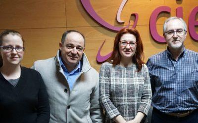 Emilio Sáez, el candidato socialista a la Alcaldía visita el Centro de Esclerosis Múltiple