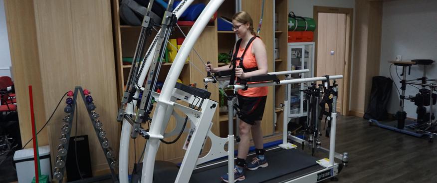 Nuevo sistema de Rehabilitación Mercury Med con Robowalk en el centro de Esclerosis Múltiple