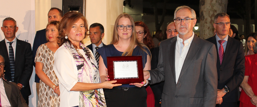 La Asociación de Esclerosis Múltiple recibe una placa de reconocimiento de COCEMFE ALBACETE