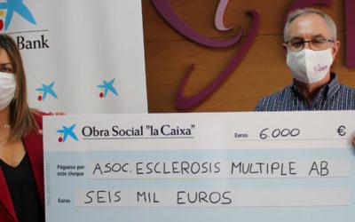 Obra Social «La Caixa» colabora con la Asociación de Esclerosis Múltiple con 6.000 €