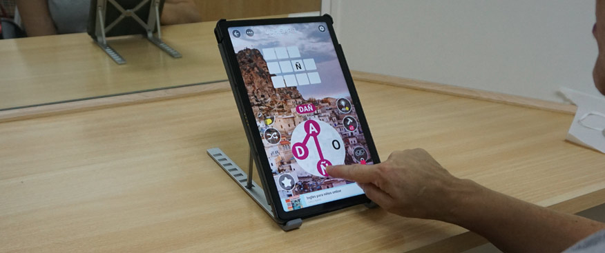La JCCM colabora con la Asociación de Esclerosis Múltiple en la adquisición de Tablets